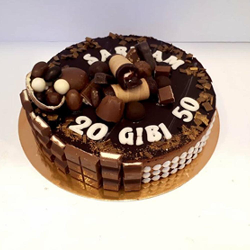 עוגת שוקולד מוס גליליות בציפוי מוצרי קינדר